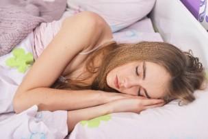 快眠の女性