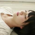 目を閉じるだけで得られる睡眠効果