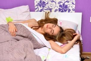 寝苦しい女性